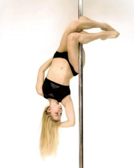 Double Knee Hang - Pole Dance