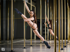 Stanie z wykorzystaniem rurki - szpagat - Pole Dance