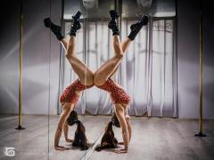 Handstand przy lustrze - Pole Dance