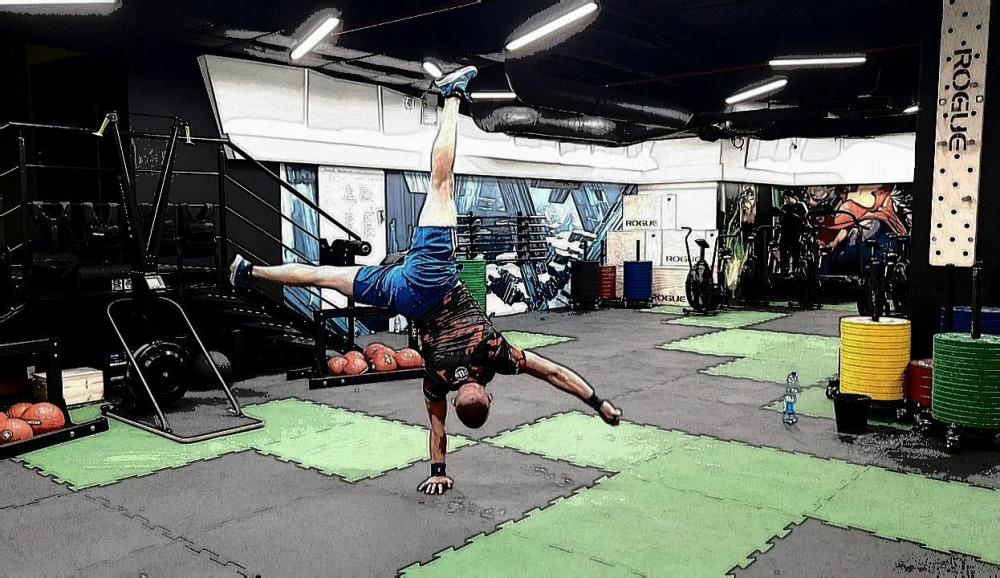 Workout Athletes - One Arm Hand Stand